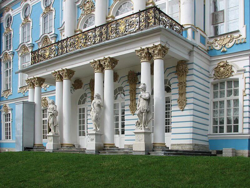 Балкон с колоннами фото.